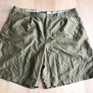 Columbia Green Shorts Size 42